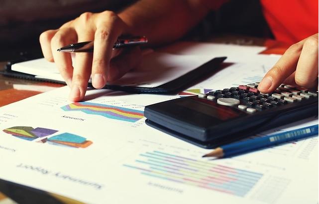 redukcja-kosztow-obslugi-placowej-czyli-outsourcing-kadr-i-plac-dlaczego-zyskuje-taka-popularnosc