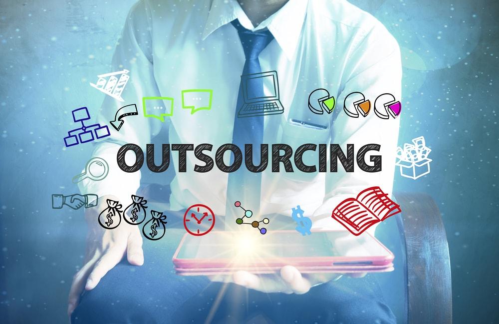 Outsourcing plac – najwazniejsze zalety